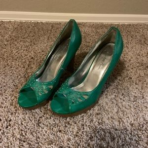 Charlotte Russe green studded pumps